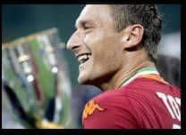Totti reçoit le Soulier d'or 2007 - La Libre.be