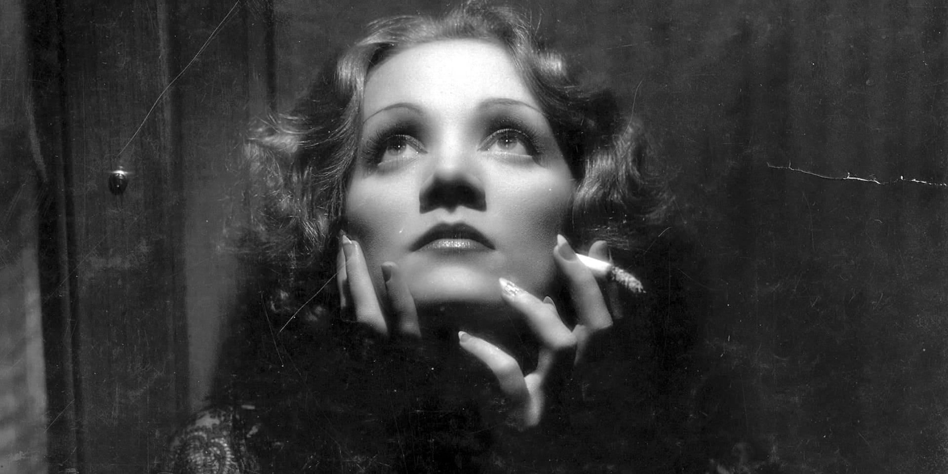 """Marlene Dietrich, au sommet de sa beauté et de son mystère dans """"Shanghai Express"""" de Josef von Sternberg en 1932."""