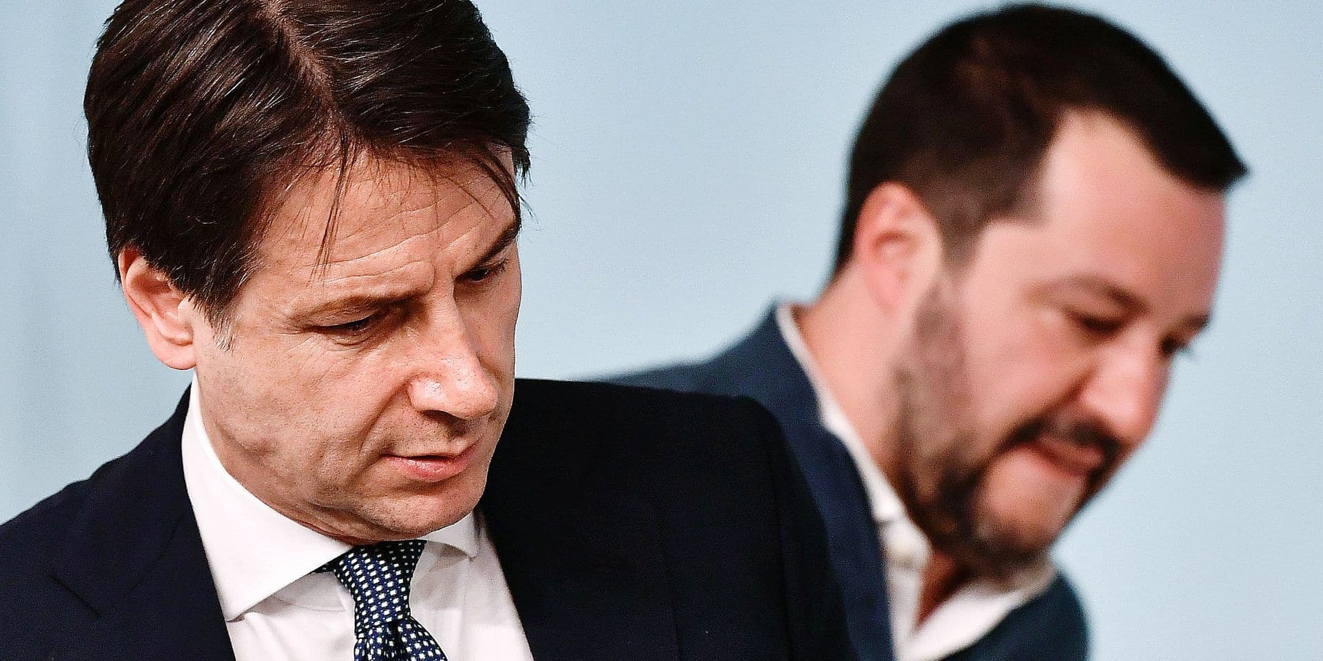 (FILES) In this file photograph taken on January 14, 2019, Italy's Prime Minister Giuseppe Conte (L) and Italy's Interior Minister and deputy PM Matteo Salvini attend a press conference at Palazzo Chigi in Rome. - Matteo Salvini's summer 'Beach Tour', billed as a chance to woo voters with a view to possibly forcing early elections, got off to a bad start on August 7, 2019, as Italy's populist government wobbled. (Photo by Vincenzo PINTO / AFP)