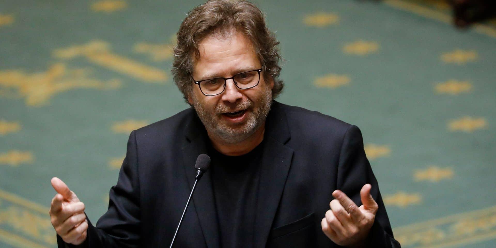 """""""Si la législation est modifiée, les informations sur le chômage temporaire corona pourront être envoyées ultérieurement à l'administration fiscale"""", indique le député PTB Marco Van Hees"""
