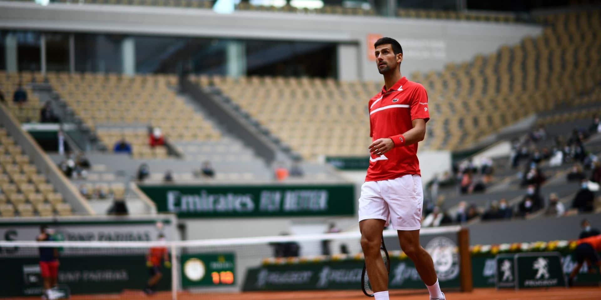 Novak Djokovic rejoint le troisième tour sans sourciller
