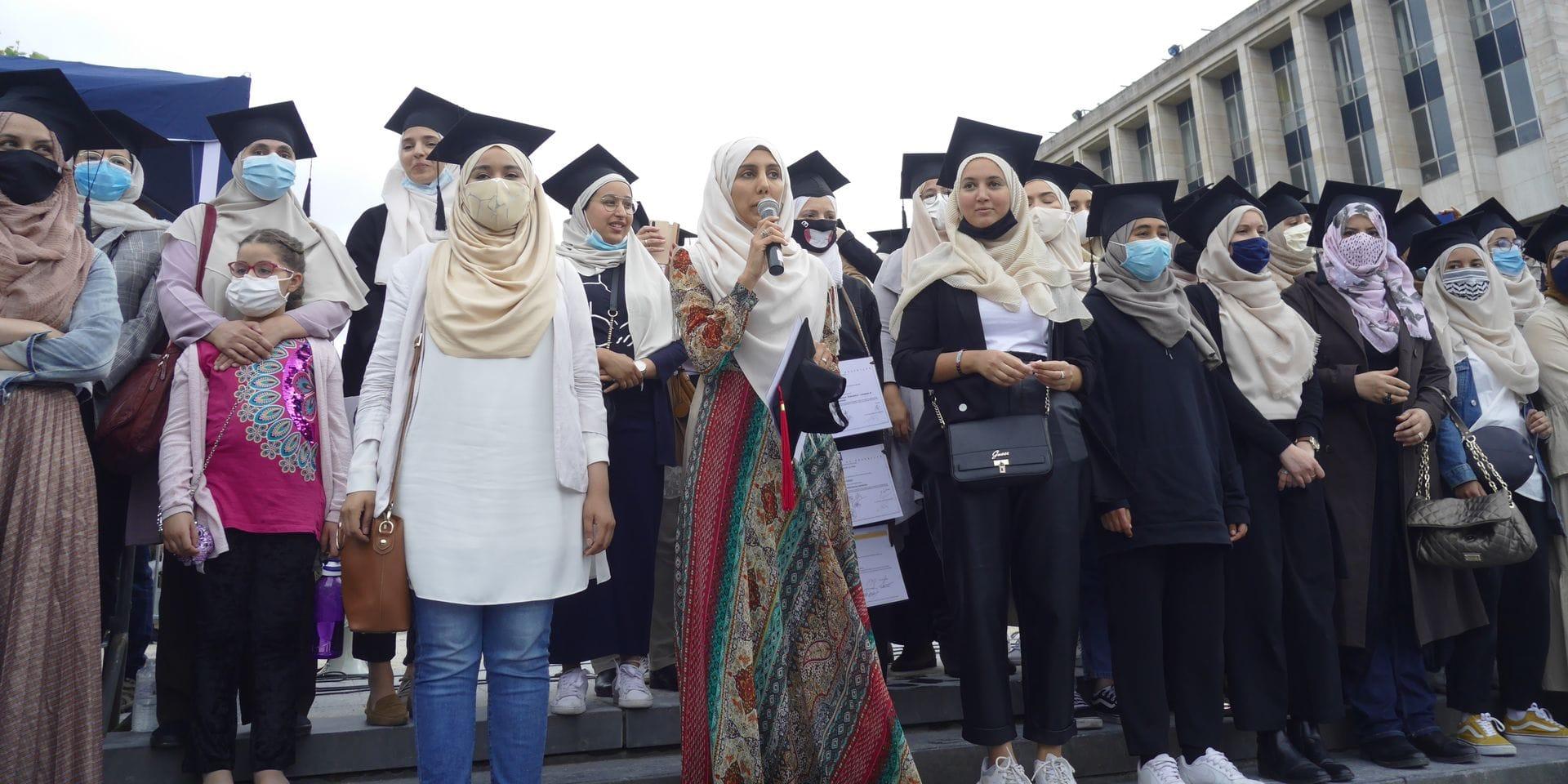 Comment la suspicion généralisée a torpillé un débat sur le hijab