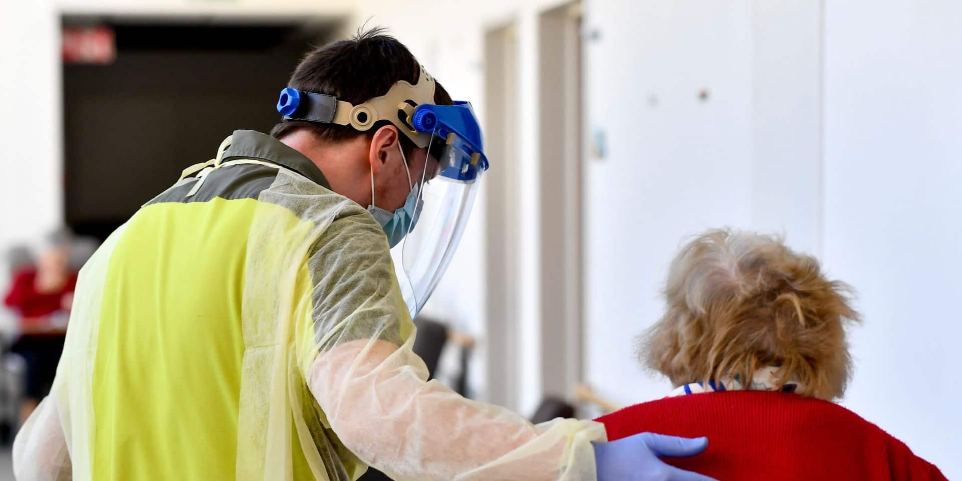 La première dose de vaccin administrée dans quasiment toutes les maisons de repos flamandes