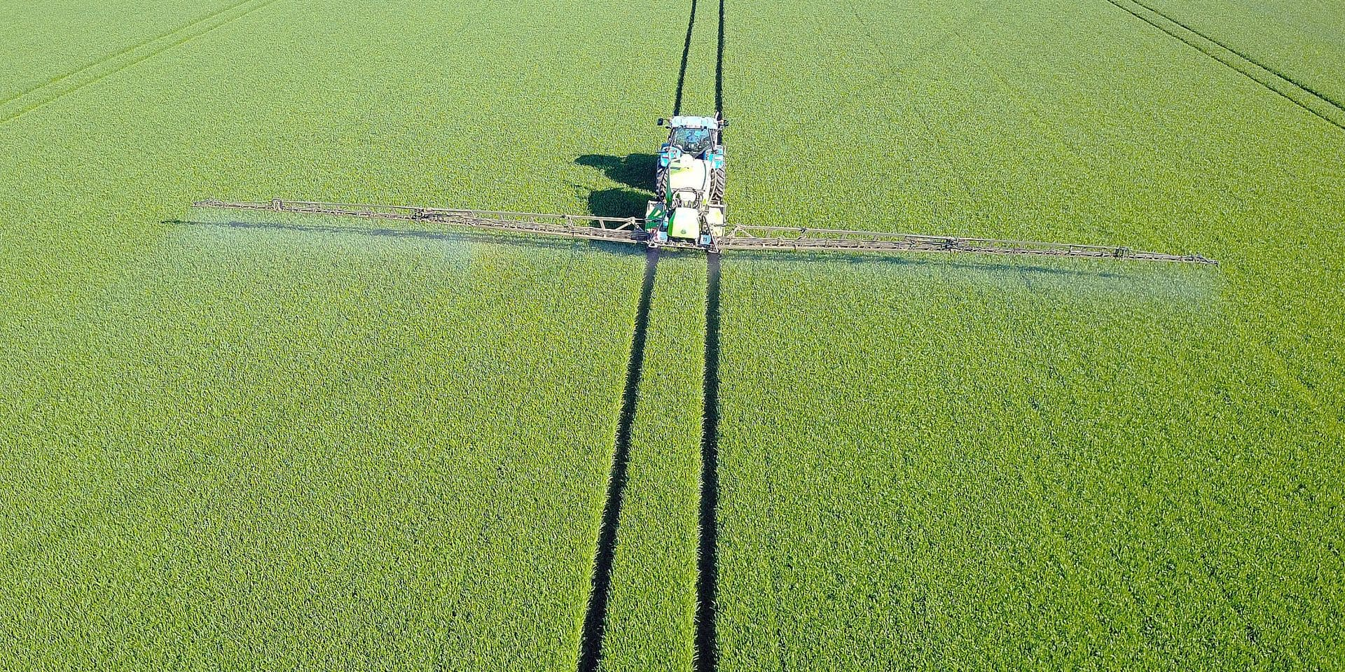 pulverisation Alain Boigelot Gesves planete environnement terre cereales culture agriculture chimie agro machine agricole tracteur phyto engrais