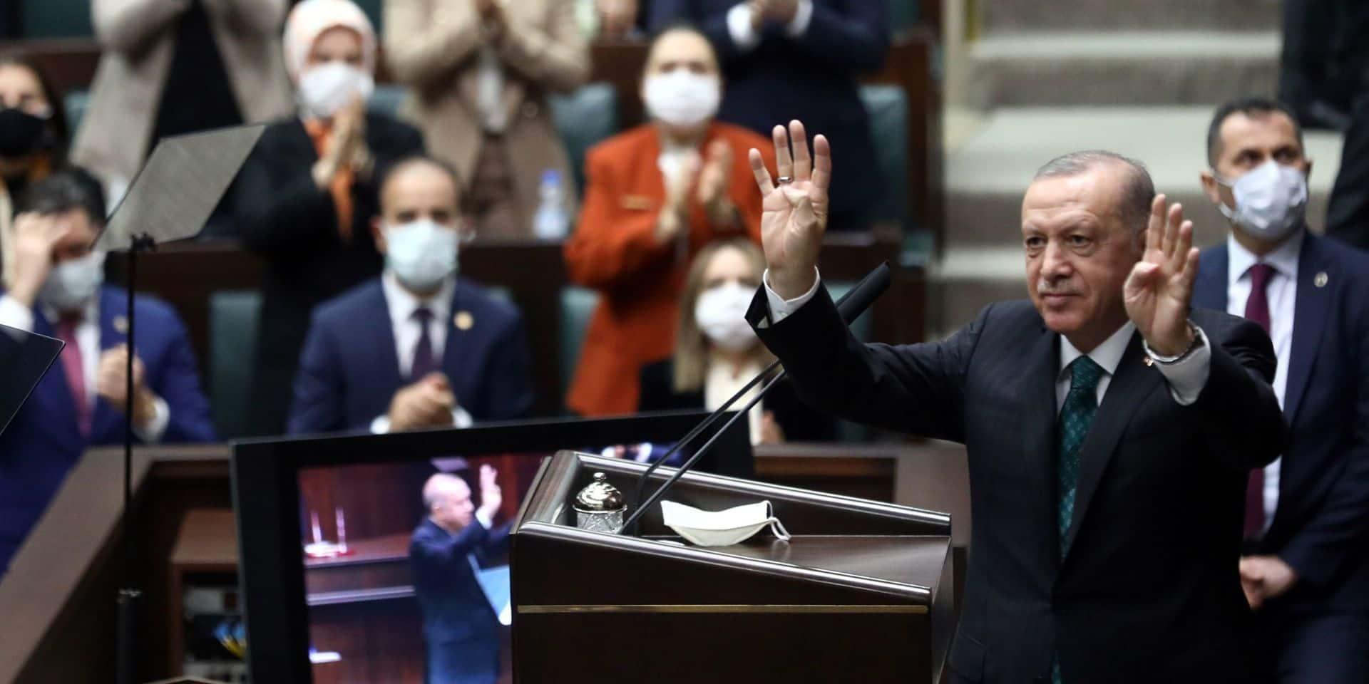 Erdogan veut une nouvelle constitution, l'opposition se méfie