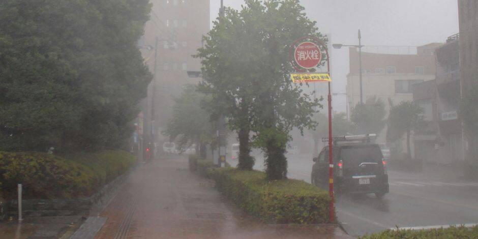 Six morts dans le plus violent typhon en 25 ans — Japon