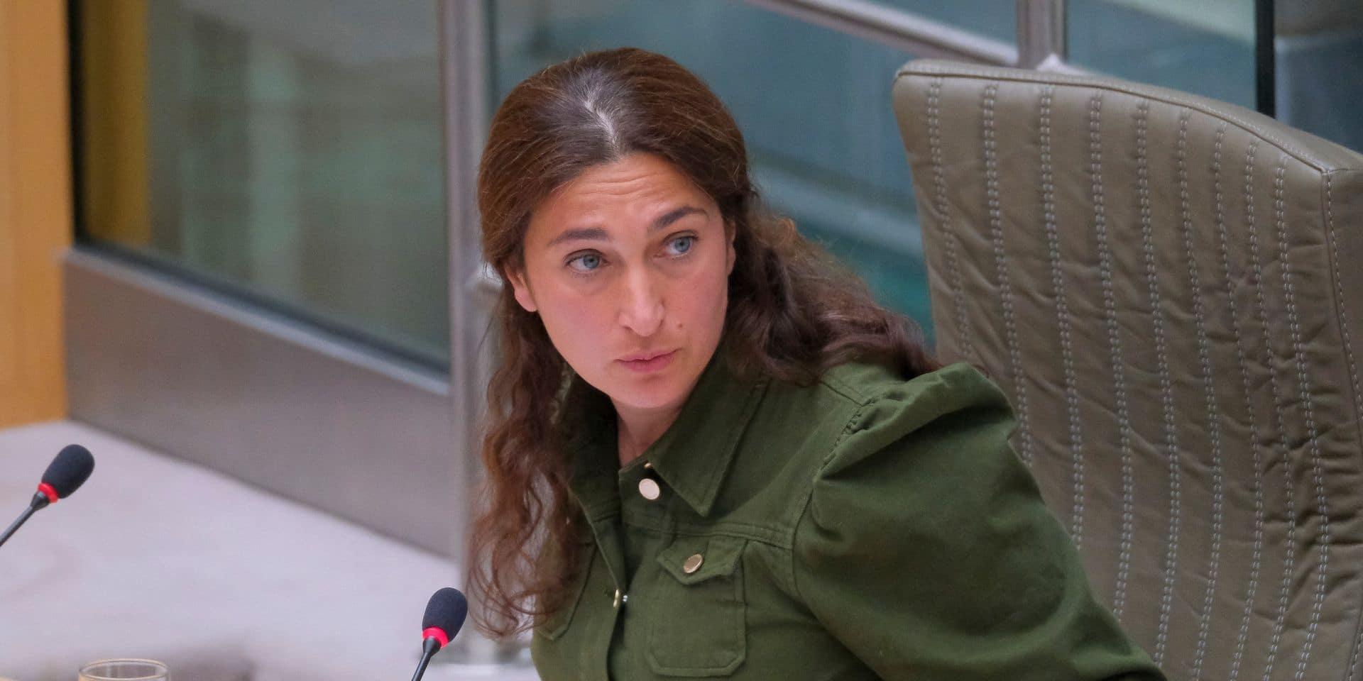 Incendie à Brecht : la ministre flamande de l'Environnement désigne la Défense responsable des dégâts
