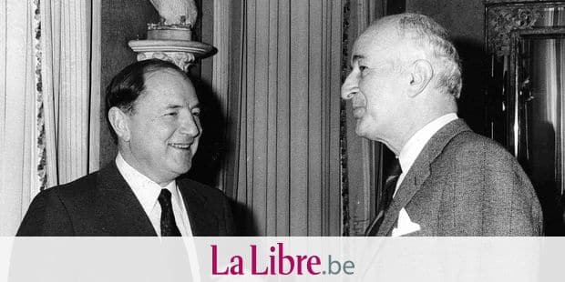 Belgian financier Albert Frère (L) in conversation with Arbed Tesch (R) during a gathing concerning steel industry. (BELGA ARCHIVES)
