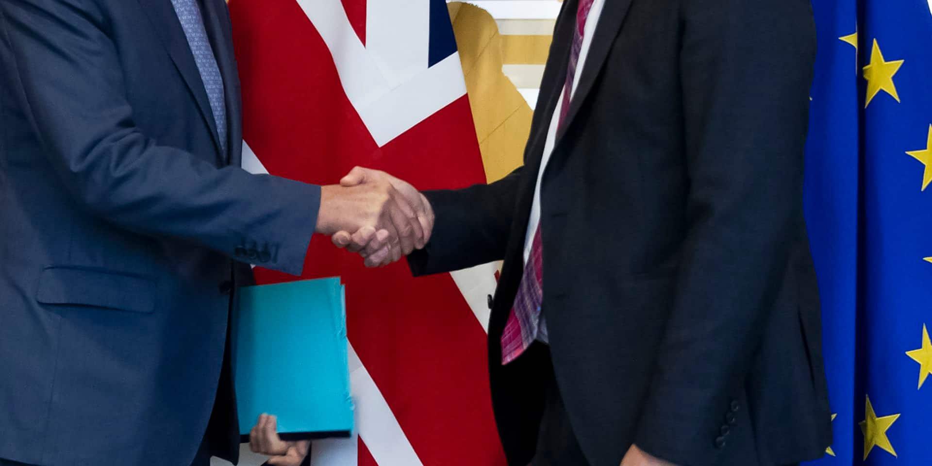 """Brexit: les 27 donnent leur feu vert pour lancer des négociations """"intenses"""""""