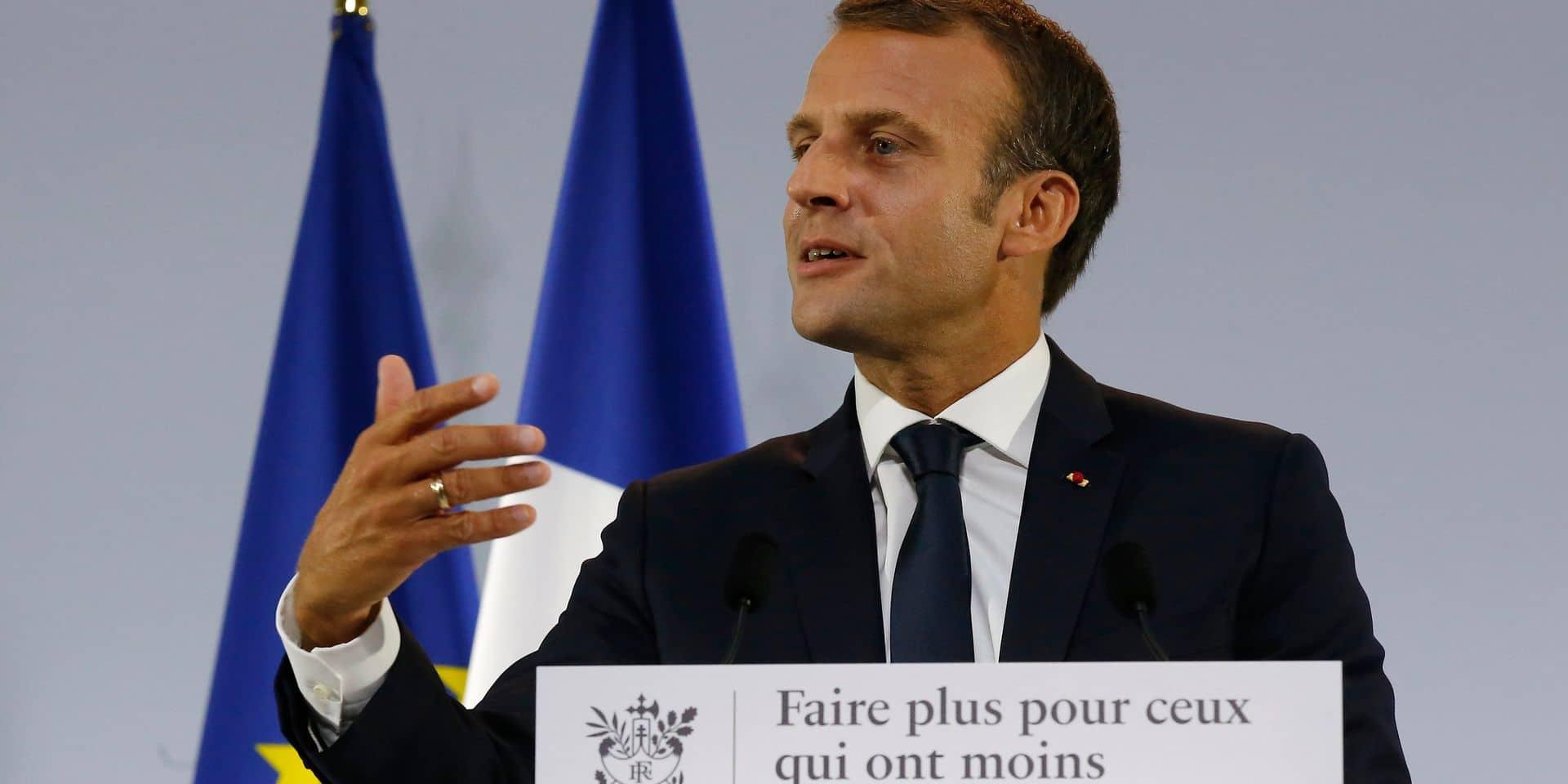 """Macron conseille à un chômeur de se réorienter: dans la restauration, du travail """"je vous en trouve"""""""