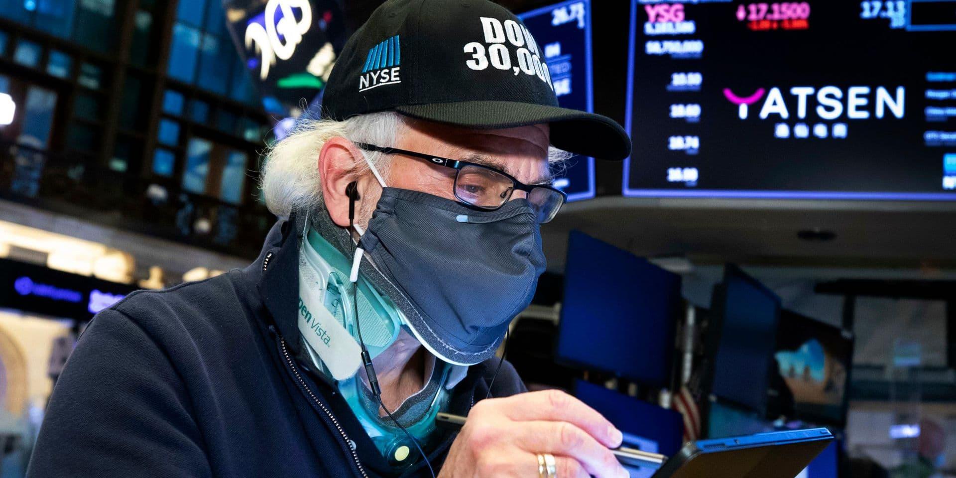 Wall Street finit en ordre dispersé: record pour le Dow Jones mais le Nasdaq recule
