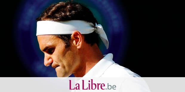 TOPSHOT - Switzerland's Roger Federer reacts after a point against Spain's Rafael Nadal during their men's singles semi-final match on day 11 of the 2019 Wimbledon Championships at The All England Lawn Tennis Club in Wimbledon, southwest London, on July 12, 2019. (Photo by Adrian DENNIS / POOL / AFP) / RESTRICTED TO EDITORIAL USE