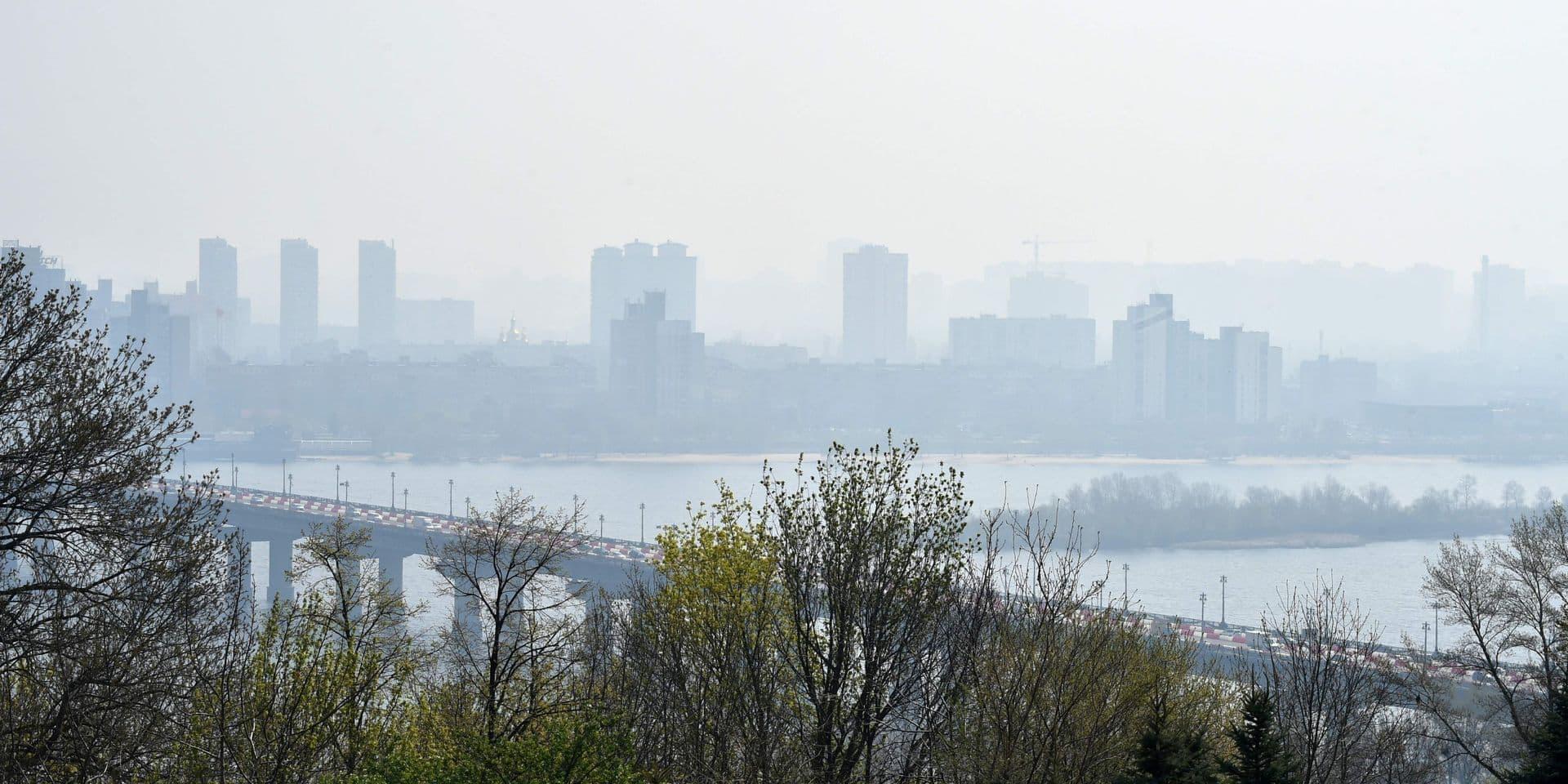 Incendies près de Tchernobyl: un millier de pompiers toujours sur les lieux