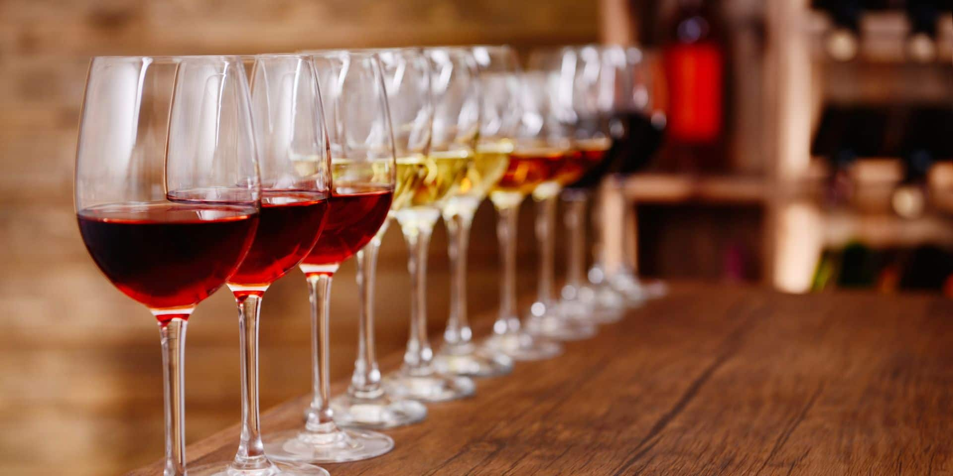 Many,Glasses,Of,Different,Wine,In,A,Row,On,Bar