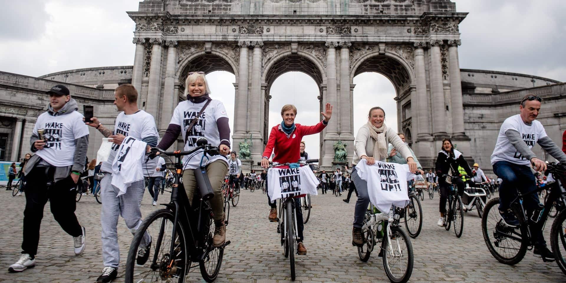 À bicyclette, les manifestants de Cycle for Freedom démarrent du Parc Cinquantenaire