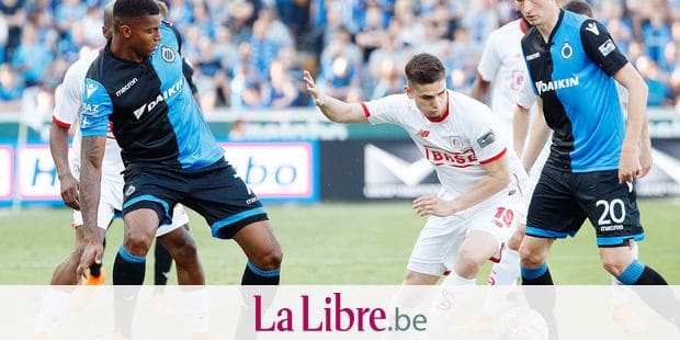 Club's Wesley Moraes and Standard's Razvan Marin fight for the ball during the Jupiler Pro League match between Club Brugge and Standard de Liege, in Brugge, Sunday 22 April 2018, on day five (out of ten) of the Play-Off 1 of the Belgian soccer championship. BELGA PHOTO KURT DESPLENTER