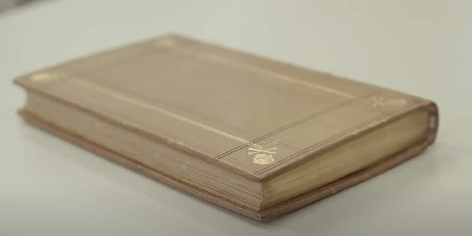 Ce livre, entreposé à la Bibliothèque royale de Belgique, a été relié avec... de la peau humaine