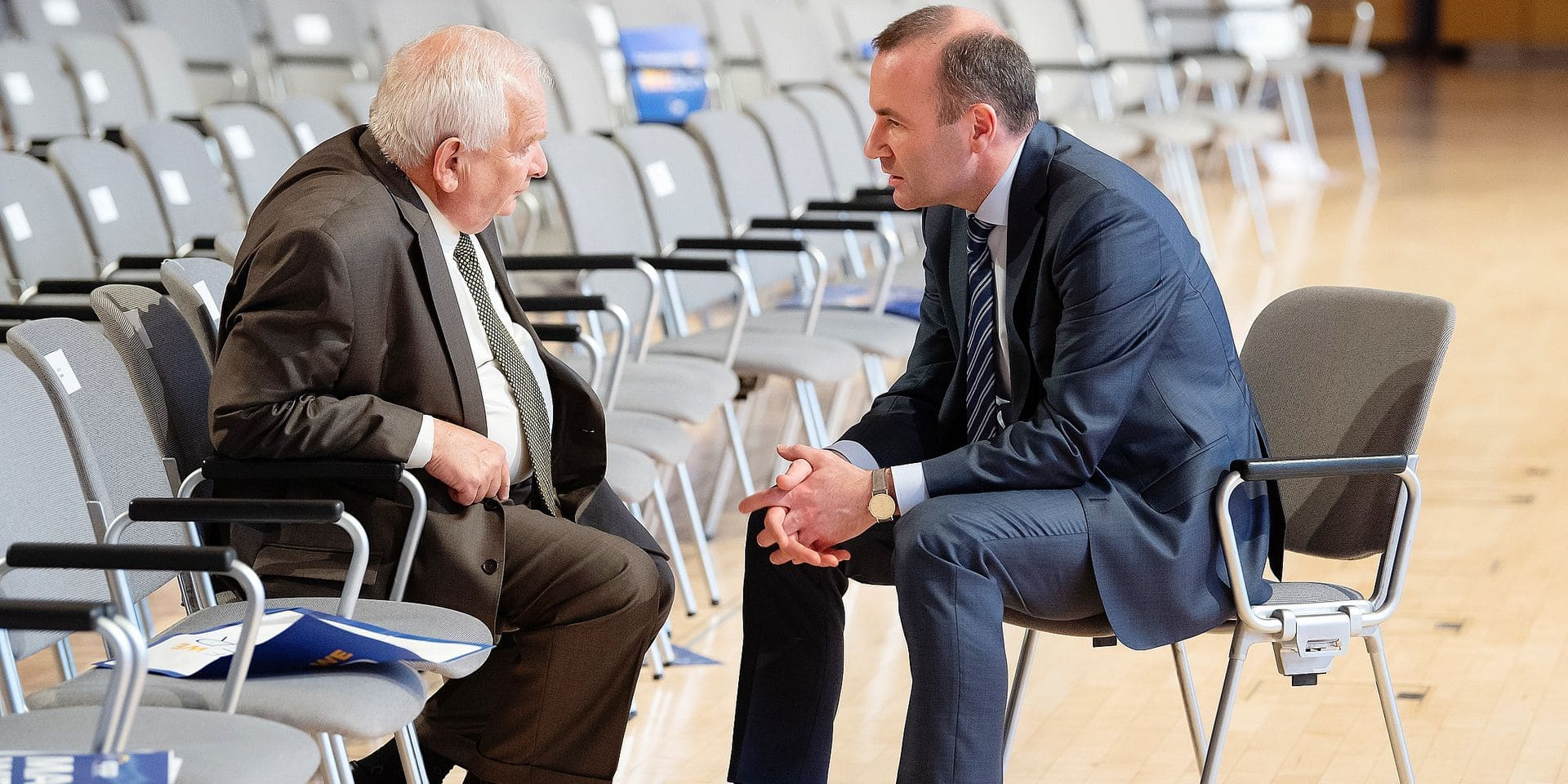 24 May 2019, Bavaria, Munich: Manfred Weber (R), the European People's Party (EPP) top candidate for the 2019 European elections, speaks with EPP president Joseph Daul after the joint final rally of the EPP, the Christian Democratic Union (CDU) and the Christian Social Union (CSU) on the occasion of the European elections. Photo: Sven Hoppe/dpa