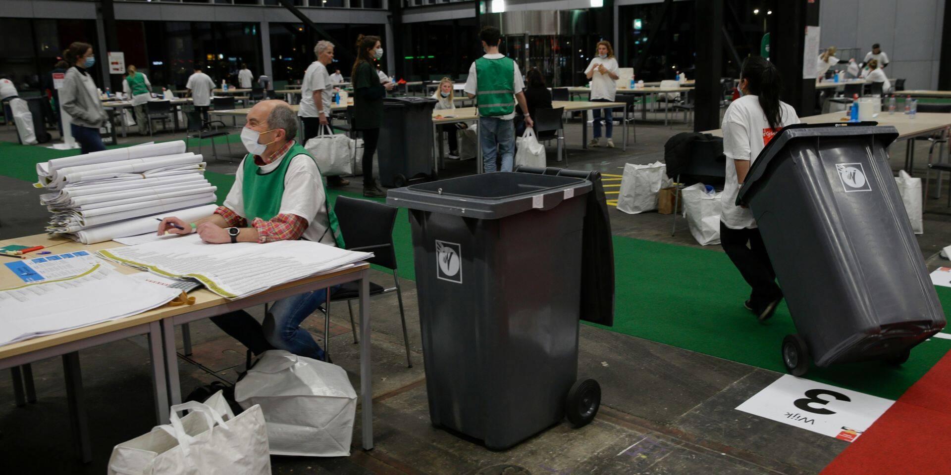 """Que faut-il retenir des législatives aux Pays-Bas? Des résultats """"autant attendus qu'inattendus"""""""