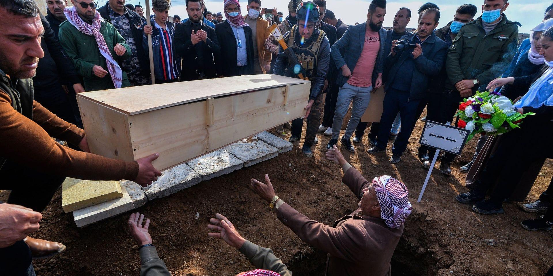 Nadia Murad et les Yézidis enterrent dans la dignité les victimes de Kocho