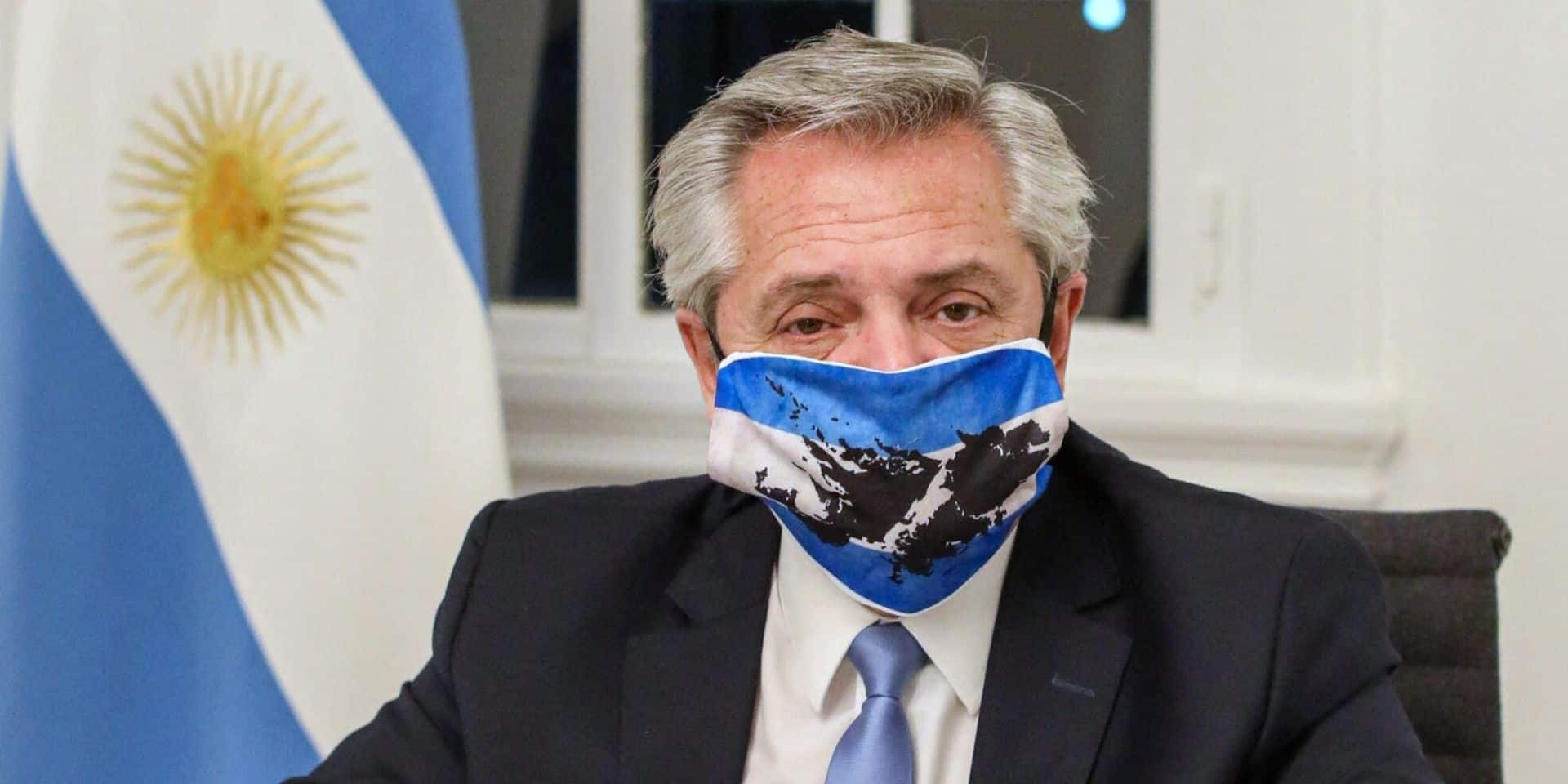 Le président argentin, bien que vacciné, testé positif au Covid-19