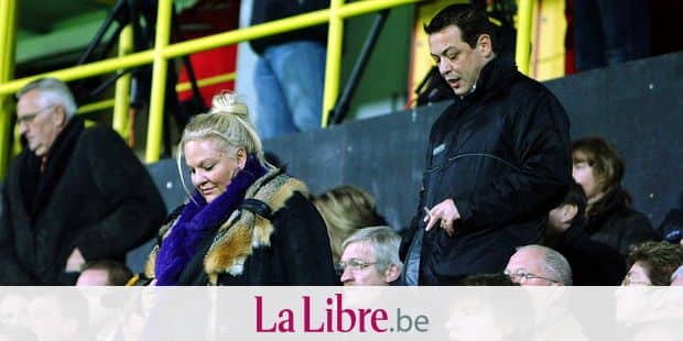 20091107 - MECHELEN, BELGIUM: Veronique Van Acker (L) pictured during the Belgian first division soccer match between KV Mechelen and Royal Excelsior Mouscron, on the 14th day of the Belgian Jupiler Pro League championship, Saturday 07 November 2009, in Mechelen. The Belgian Royal Soccer Union will give this Monday, the result of Mouscron's appeal after they withdraw the licence of Mouscron to play in first division, due to their bad financial situation, two weeks ago. BELGA PHOTO MICHEL KRAKOWSKI