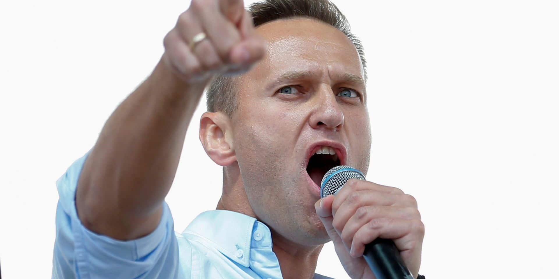 Navalny: le poison retrouvé sur une bouteille d'eau à son hôtel, selon ses proches