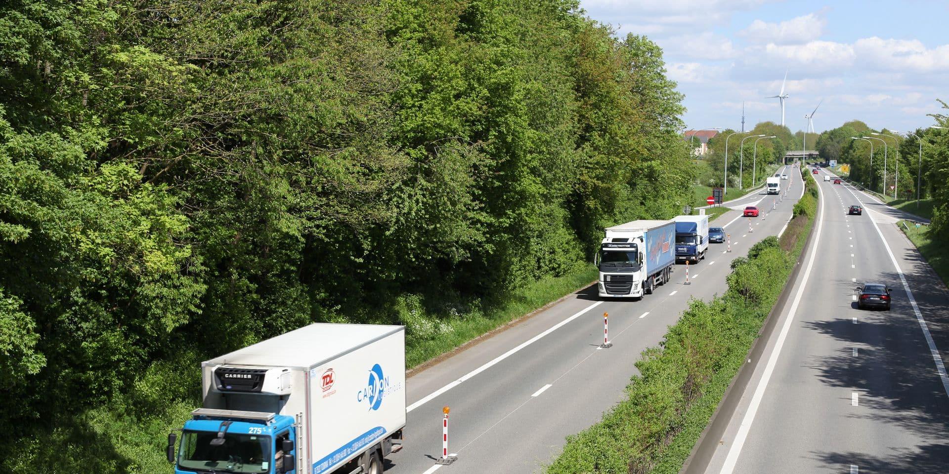 Une conductrice fantôme percute un camion sur l'A8 à hauteur de Tournai