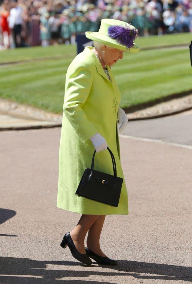 Elizabeth II est le dernier membre de la famille royale britannique a arriver. Elle avait même quatre minutes de retard. Elle était surtout, comme à son habitude, très élégante.