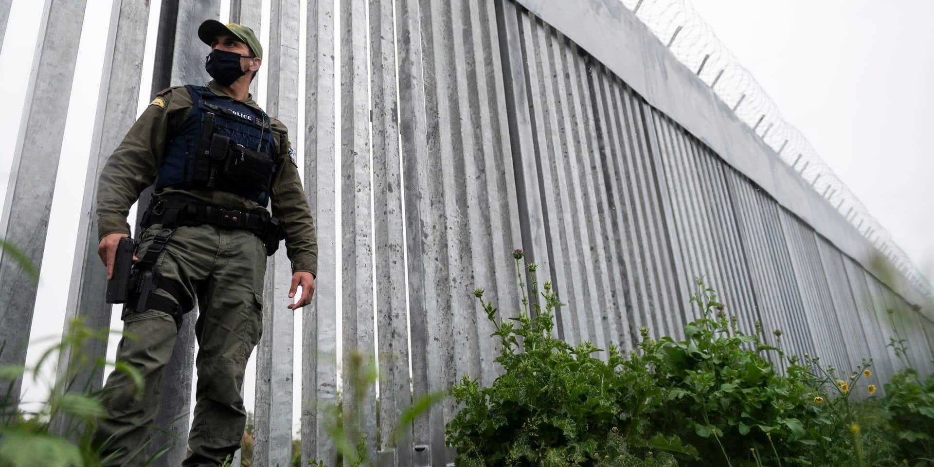 """La Grèce teste un """"canon sonore"""" pour repousser les migrants aux frontières européennes: l'essai crée la polémique dans la sphère politique"""