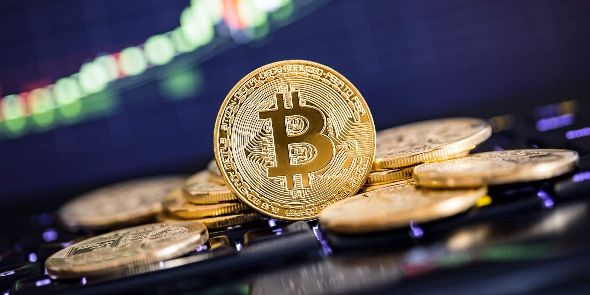 La descente du bitcoin continue : son cours flirte avec les 30 000 dollars