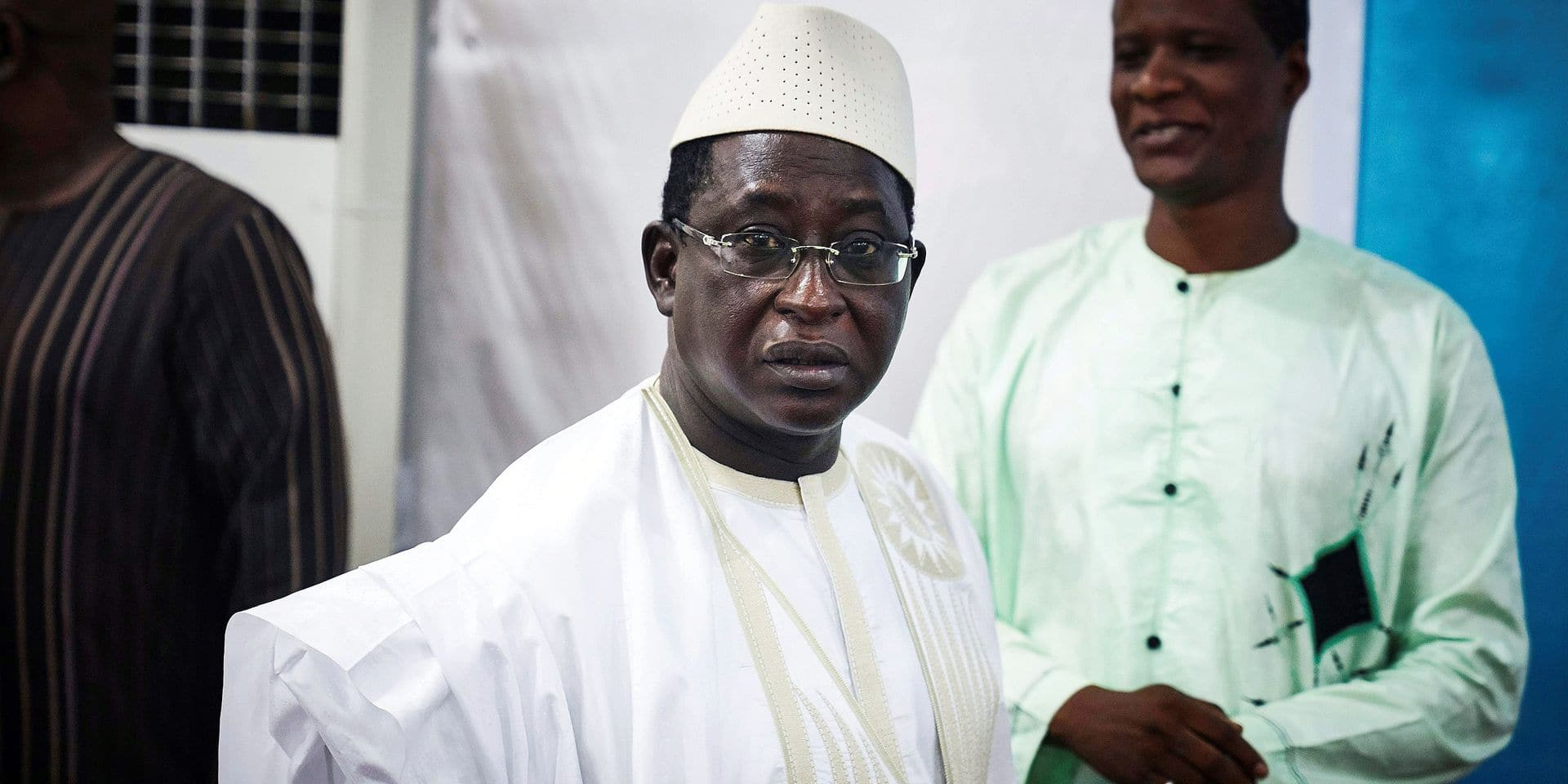 """Malian opposition leader and presidential candidate Soumaila Cisse (C) arrives for a press conference on August 6, 2018 in Bamako, ahead of the second round of the presidential election on August 12. The three main opposition candidates in Mali's presidential election announced on August 5, 2018 they were mounting a legal challenge in the country's constitutional court alleging """"ballot box-stuffing"""" and other irregularities, after incumbent president took the lead in the first round of the vote last month. / AFP PHOTO / Michele CATTANI"""