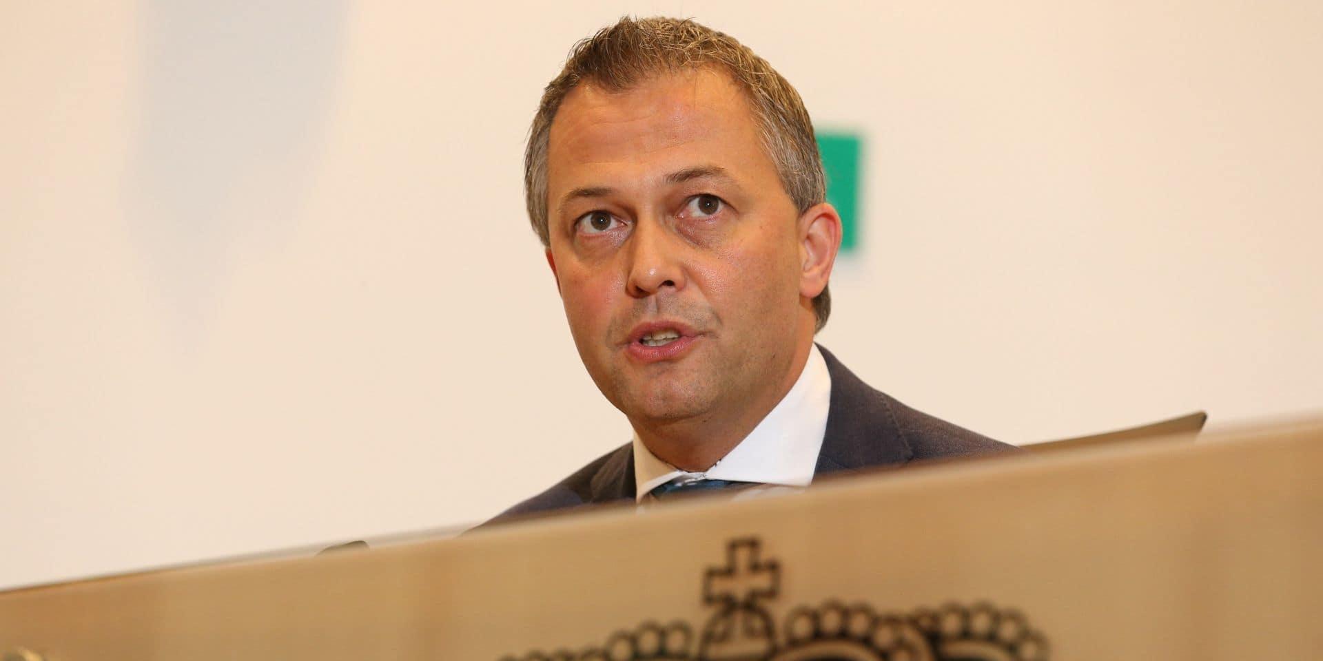 Le préformateur Egbert Lachaert (Open Vld) en quarantaine après avoir été testé positif au coronavirus, les réunions suspendues