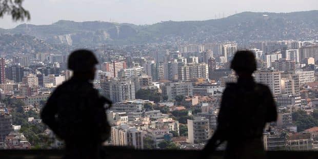 """Rio va fermer la moitié des postes de police """"pacificatrice"""" dans les favelas - La Libre"""
