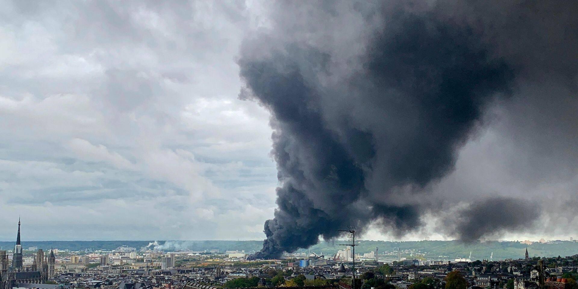 Incendie d'une usine Seveso à Rouen: un polluant cancérigène était bien présent dans l'air