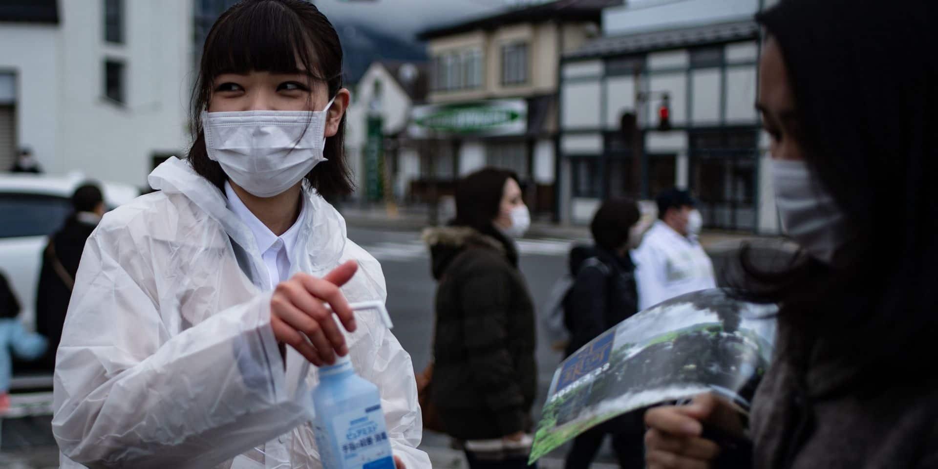 Deux masques par foyer? Au Japon, le plan du Premier ministre déchaîne les critiques