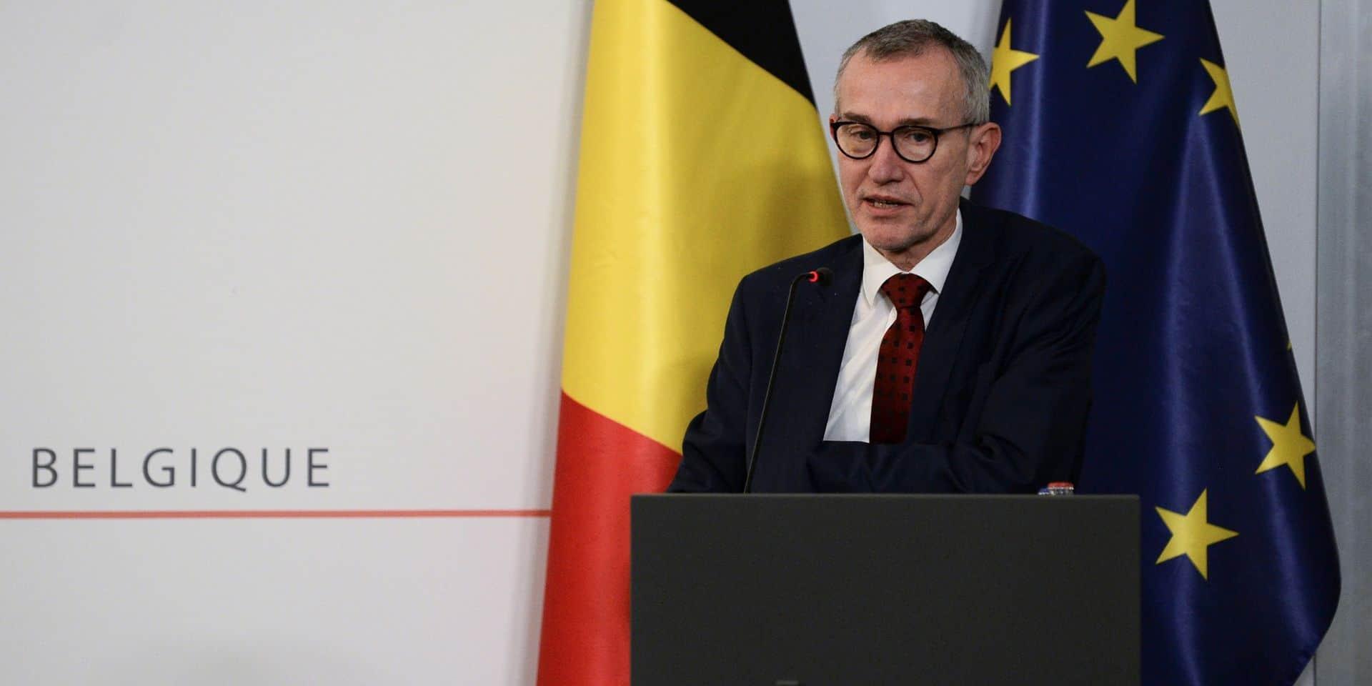 """""""Un dilemme diabolique"""", """"le choix le plus courageux"""", """"ce danger est plus grand"""": la presse belge salue la prise de position de Frank Vandenbroucke"""