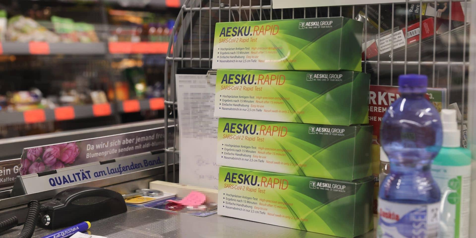 Les Allemands se ruent sur les tests rapides pour détecter le coronavirus: des files de 80 personnes devant un magasin Aldi