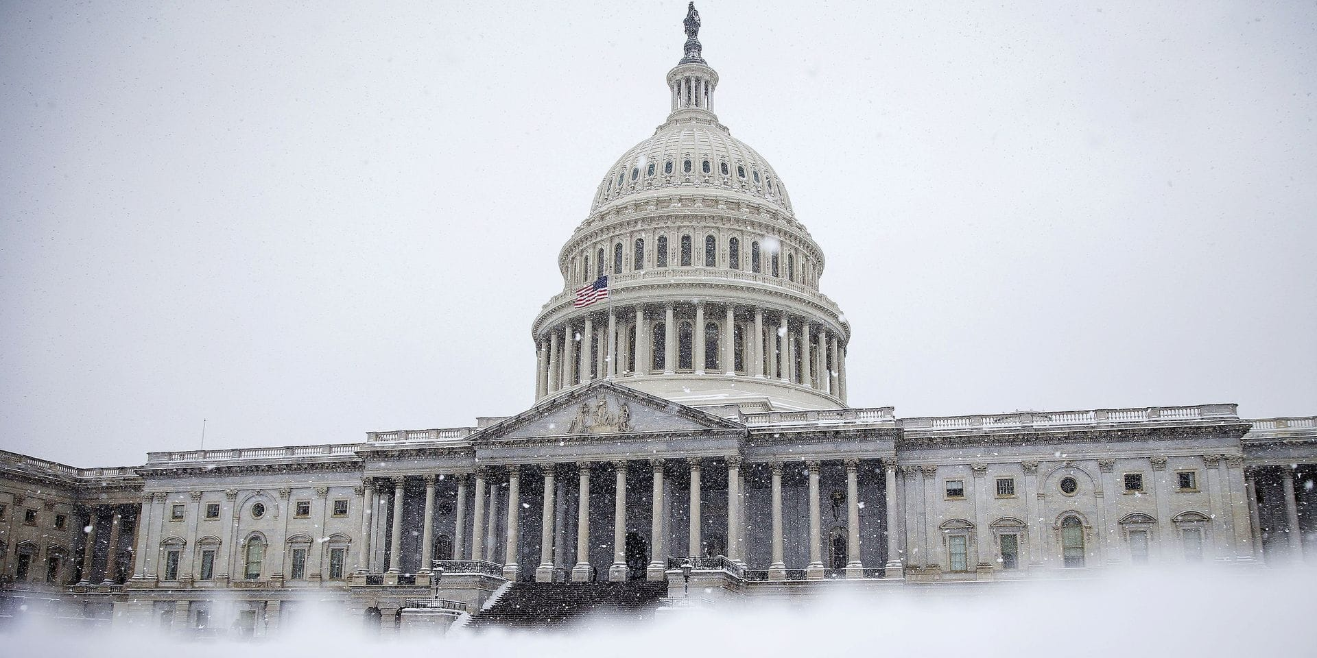 WASHINGTON, DC - JANUARY 13: Snow clovers the East Front of the U.S. Capitol, on January 13, 2019 in Washington, DC. The DC area was hit with 4-7 inches of snow accumulation with the potential of another 2-4 inches. President Donald Trump is holding off from a threatened national emergency declaration to fund a border wall amidst the longest partial government shutdown in the nation's history. Al Drago/Getty Images/AFP == FOR NEWSPAPERS, INTERNET, TELCOS & TELEVISION USE ONLY ==
