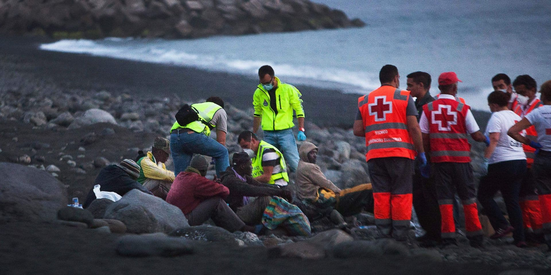 """""""Une traversée beaucoup plus longue et une hausse du nombre de morts"""" : avec le renforcement des contrôles dans le bassin méditerranéen, les migrants reprennent la route vers les Canaries"""