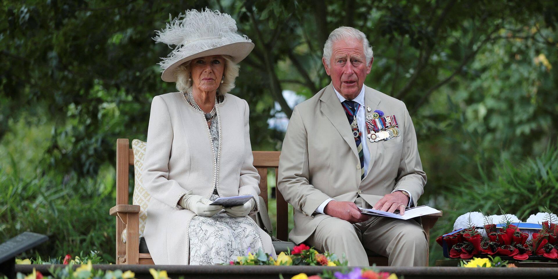 Cet homme de 55 ans prétend être le fils de Charles et Camilla et partage une photo pour le prouver