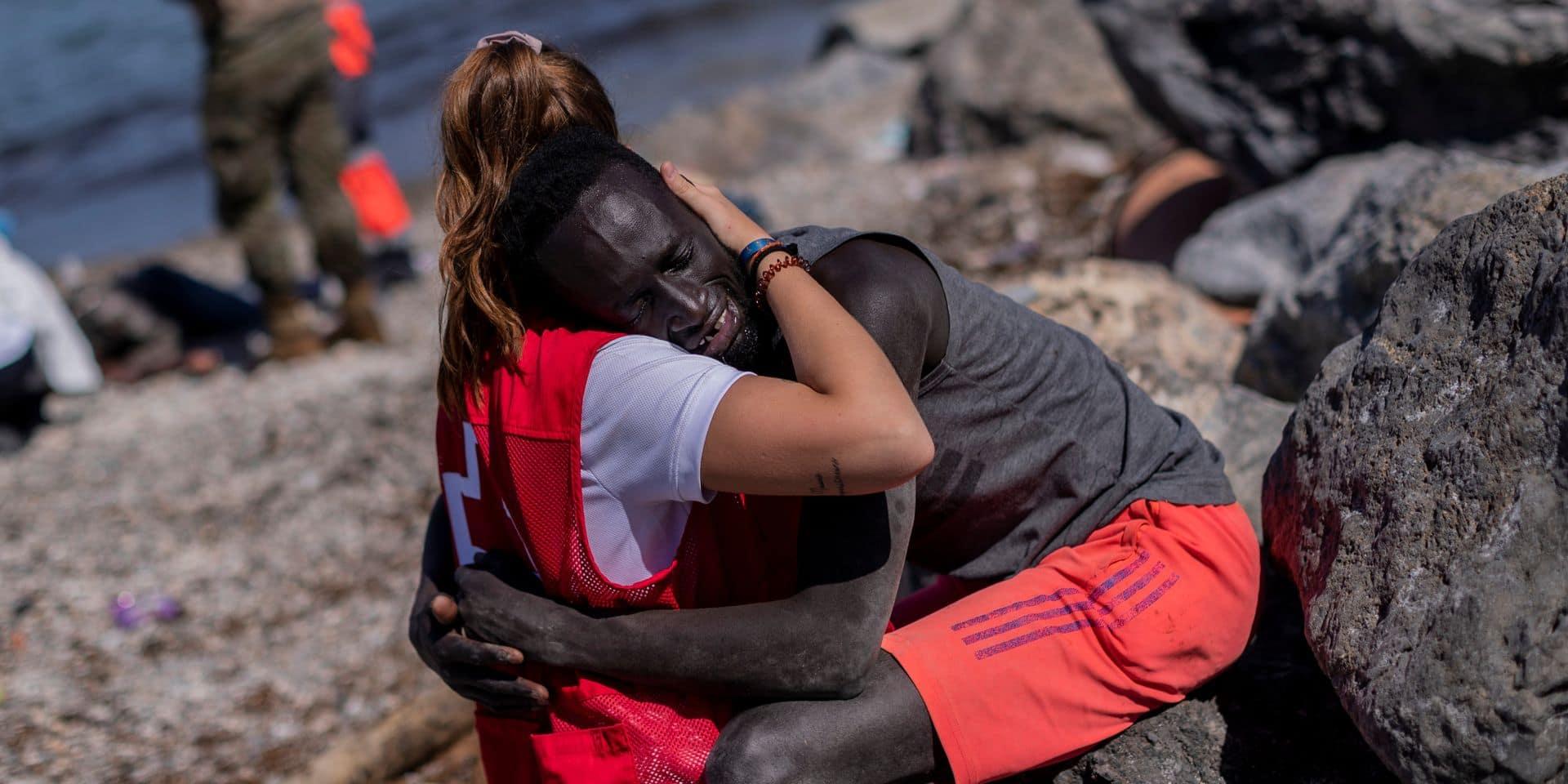 """Une bénévole espagnole de la Croix-Rouge harcelée après avoir réconforté un migrant : """"Nous ne sommes pas formés pour vivre ça"""""""