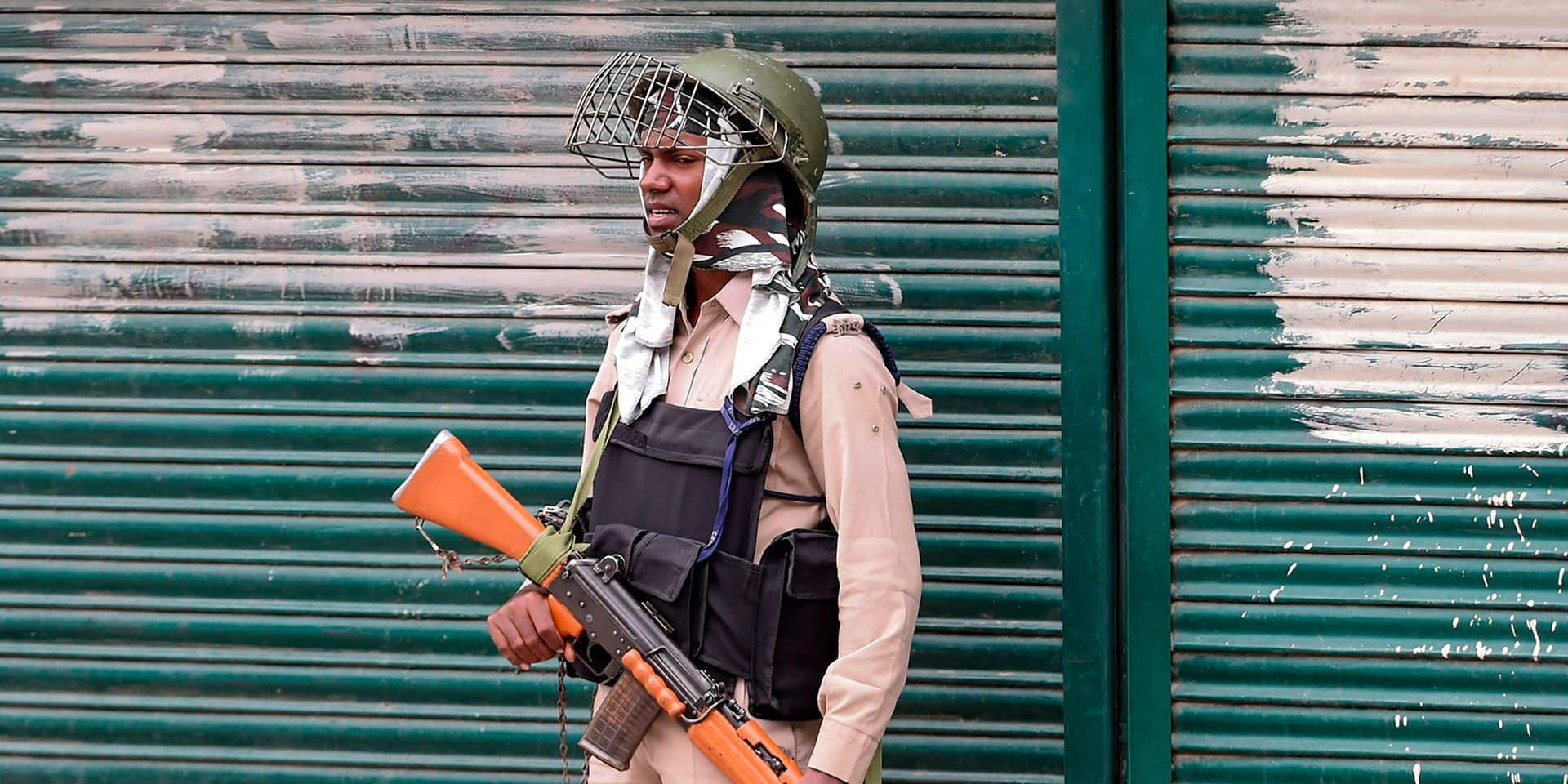"""Le Cachemire, théâtre de tirs """"intenses"""" entre l'Inde et le Pakistan"""