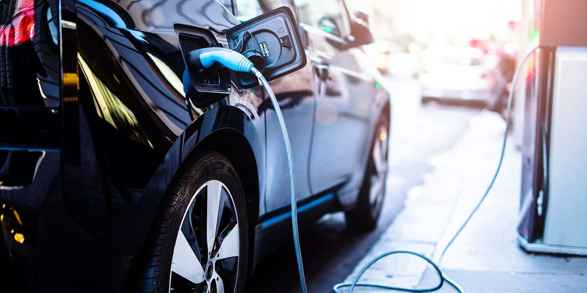 Dès juin 2023, la déduction fiscale pour les nouveaux contrats sera progressivement réduite si la voiture n'est pas à émission zéro.