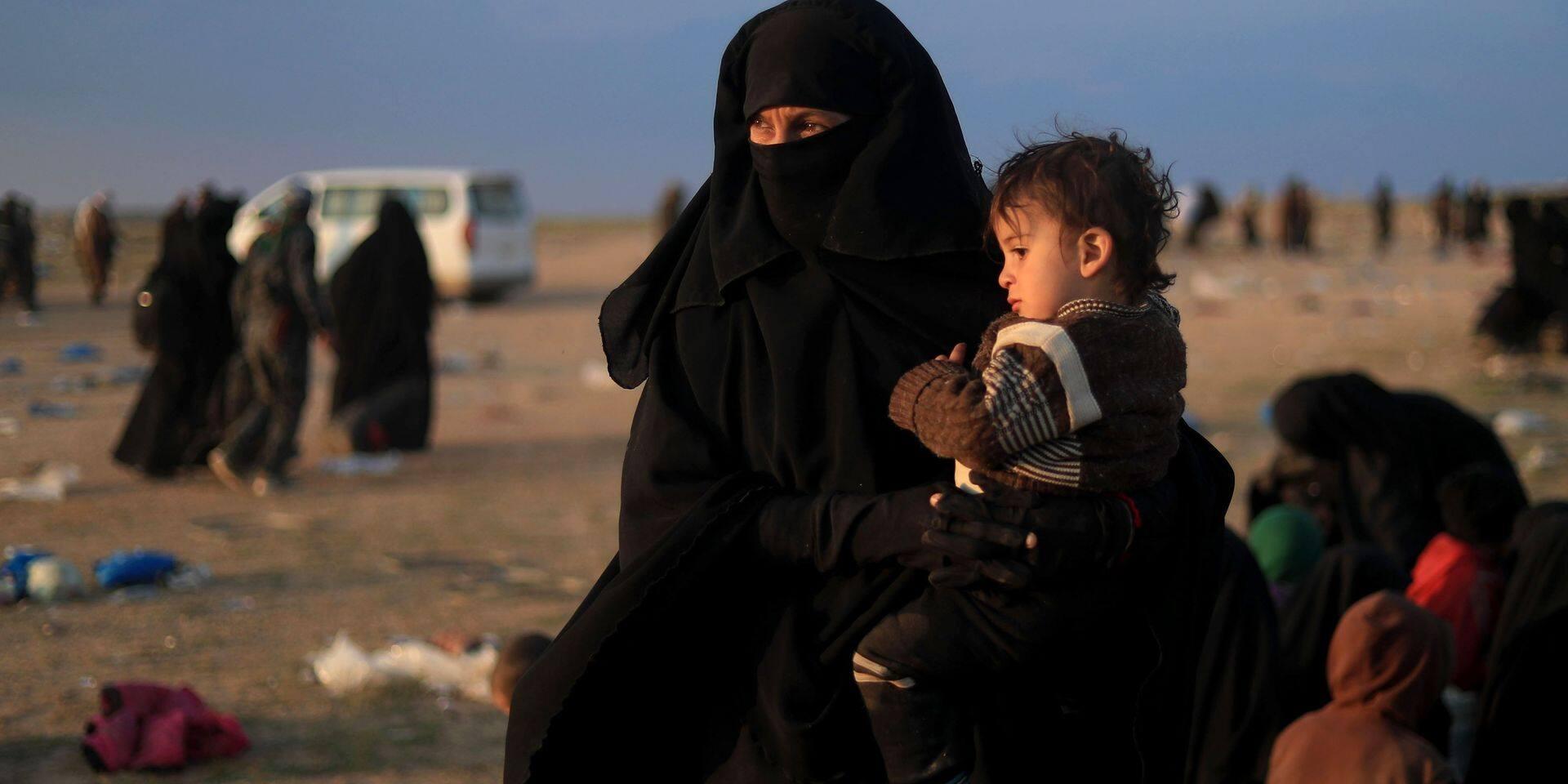 """""""Mon fils grandira un jour et deviendra un jihadiste"""": des femmes évacuées se disent sympathisantes de l'EI"""