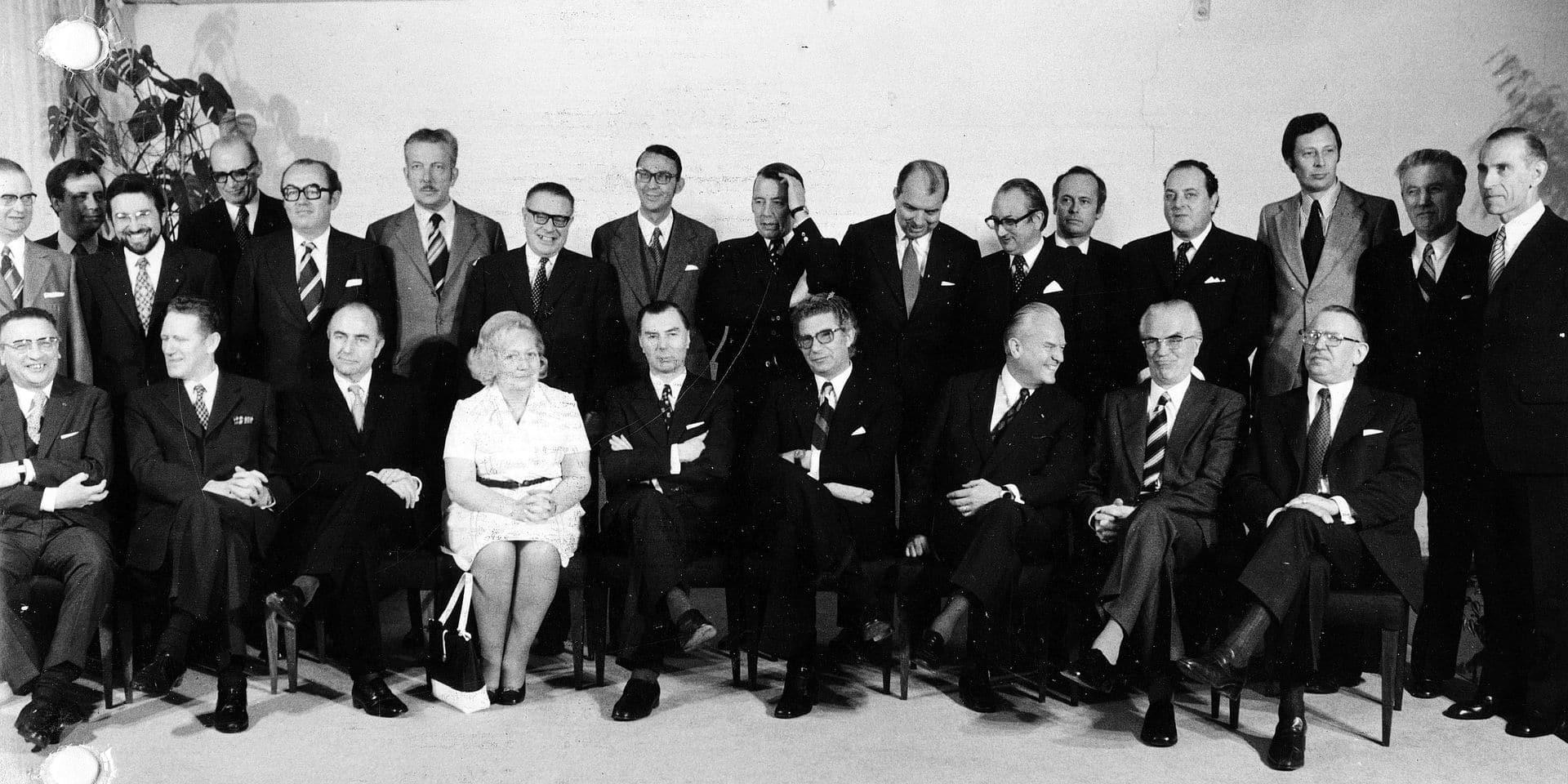 19740425 - The picture presents the new government, the government Leo Tindemans. On the picture : Vanderpoorten, Van Elslande, Van den Boeynants, De Backer, Tindemans, Daclercq, Toussaint, Desaegher, Califice, De Paepe, Geens, De Croo, D'Haeseleer, Defraigne, Humblet, Olivier, Grafe, Chabert, Lavens, Poma, Van Aal, Hubaux, D'Hoore, Oleffe, Hanin. BELGA PHOTO ARCHIVES