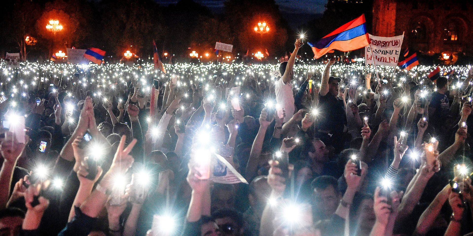 Armenian opposition supporters attend a rally in Yerevan on May 2, 2018, as popular anger exploded over the ruling party's rejection of opposition leader's premiership bid. Tens of thousands of Armenians on May 2, converged on the capital, blocking roads and government buildings, as popular anger exploded over the ruling party's rejection of opposition leader Nikol Pashinyan's premiership bid. In an unprecedented show of defiance, protesters paralysed Yerevan, with nearly all streets closed to traffic and many stores shut. / AFP PHOTO / Sergei GAPON
