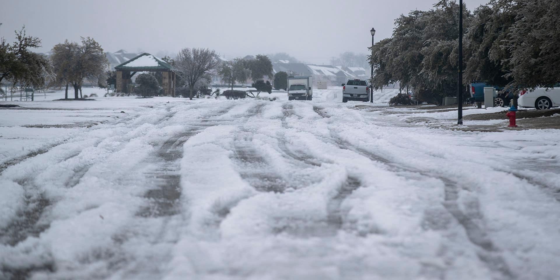 Accidents, tuyauteries gelées, coupures d'énergie : une tempête de neige plonge le Texas dans la tourmente