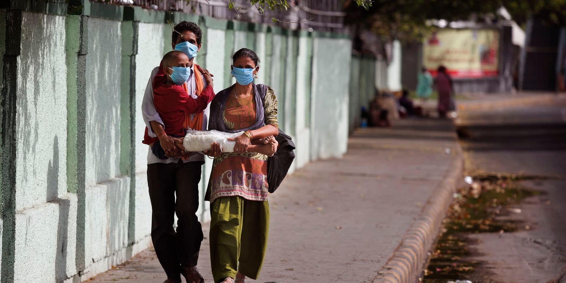 Dans Delhi confinée, la population pallie l'État défaillant