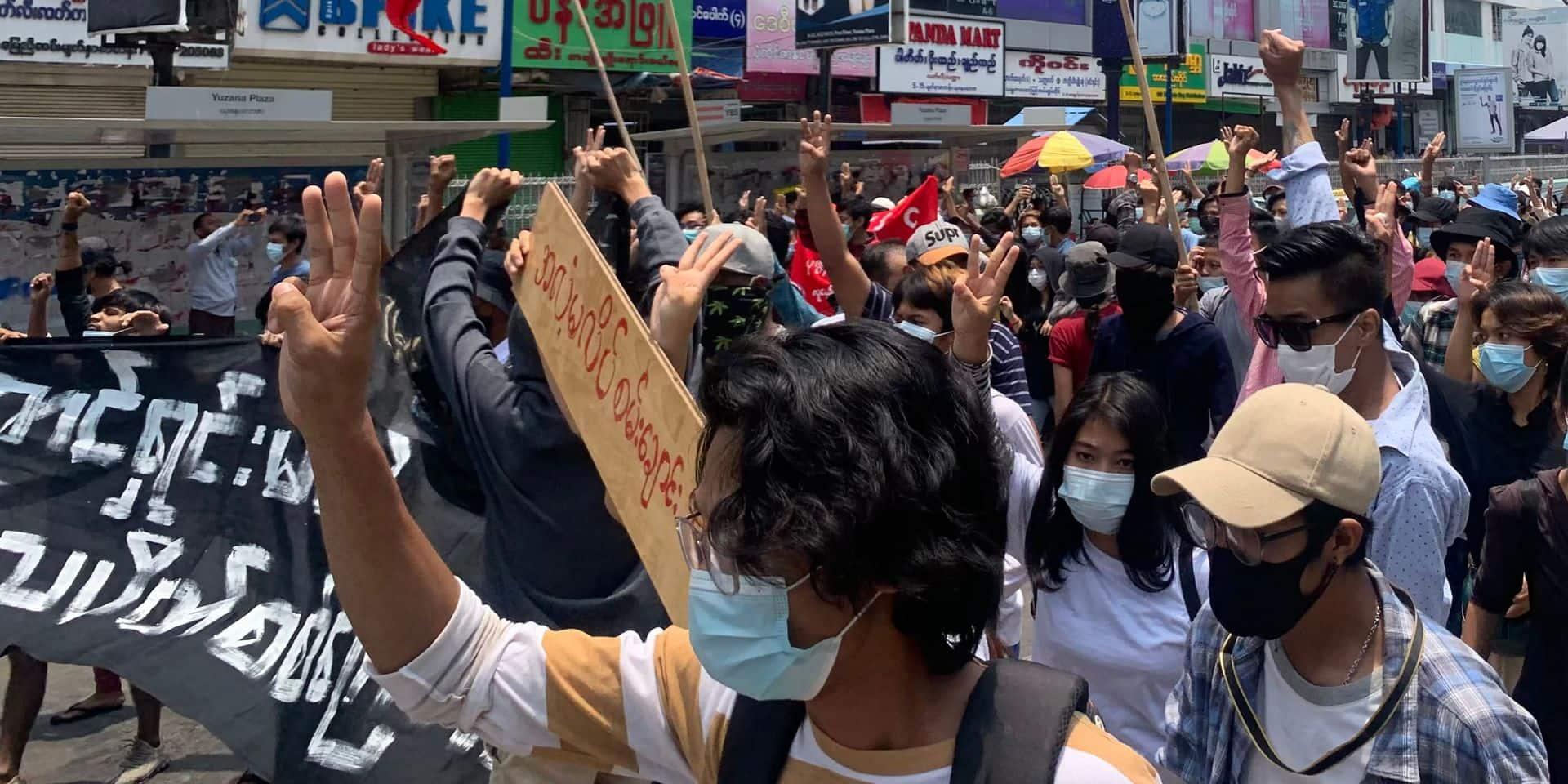 """Coup d'Etat en Birmanie: une faction rebelle annonce avoir """"pris"""" une base de l'armée"""